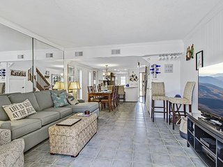 13 Ocean Club-Fully Renovated w/ Private Patio- Steps to Pool & Beach