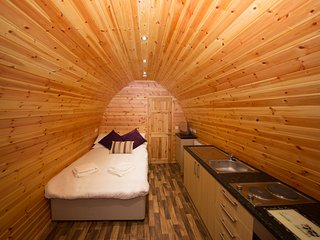 Glamping pod perfect for couples close to Glastonbury (Strawberry)