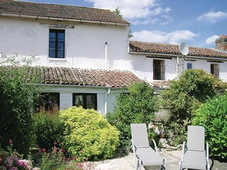 6 bedroom Villa in Gencay, Nouvelle-Aquitaine, France : ref 5534973