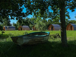 Cosy glamping pod great for a family get away close to Cheddar Caves (Blueberry)