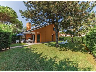 3 bedroom Villa in Isola Albarella, Veneto, Italy : ref 5537589