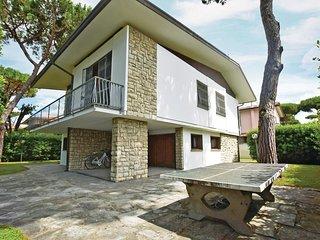 6 bedroom Villa in Lido di Camaiore, Tuscany, Italy - 5534381