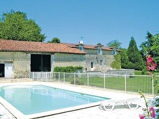 4 bedroom Villa in Bors(Canton de Montmoreau-Saint-Cybard), Nouvelle-Aquitaine,