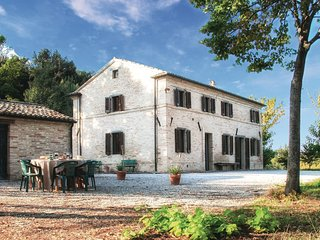 4 bedroom Villa in Cerquetella, The Marches, Italy : ref 5535862
