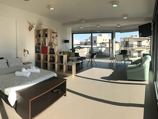 360° Window-view Suite in Heraklion center.