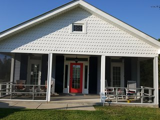 Creola Beach Cottage... BEACH&HOT TUB! PET FRIENDLY!