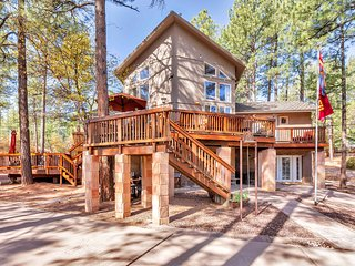 Cool Pines Luxury Chalet, sleeps 8, 3256 SF