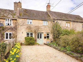 Crafty Fox Cottage is a stylish, Cotswold stone cottage