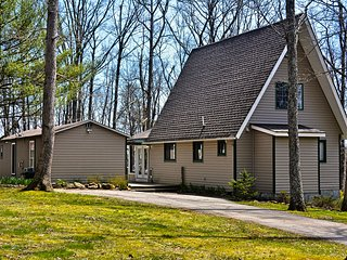 Secluded, Pet Friendly, 4 BR Mountaintop Chalet