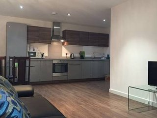High spec 2bed apartment with parking space