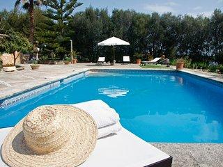 Can Garbeta, Antigua casa de campo con piscina