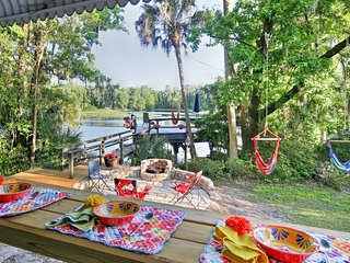 Riverside Dunnellon House w/Private Dock & Kayaks!