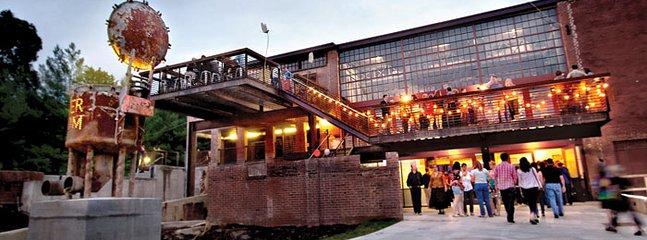 El Haw River salón de baile, restaurantes, tiendas y cervecería