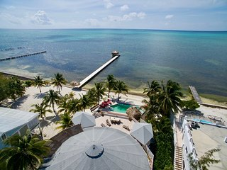 Quiet beachfront 4BR home with private pool & gorgeous reef views!