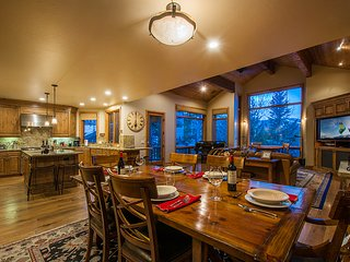 Ski-in/out 4-BD Deer Valley Sanctuary by All Seasons Resort Lodging