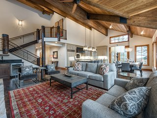 Lofty 4-Bedroom Ski-in/out Deer Valley Hideaway