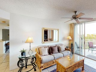 NEW LISTING! Dog-friendly condo w/shared pool, hot tub, walk to beach!