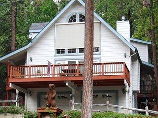 Bear House - Walk to Blue Lake Springs Rec Center!