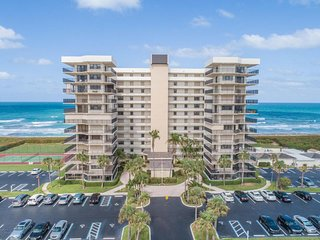 Snowbirds Dream! Oceanfront Unit Hutchinson Island