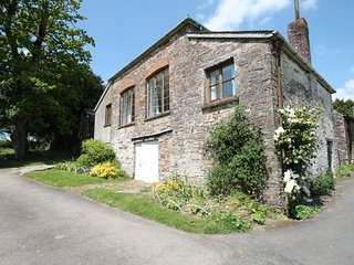 Barn Cottage, Brayford - Barn Cottage - Sleeps 4 - edge of Exmoor - wonderful co