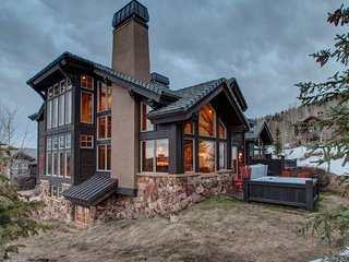 Luxurious Valley Creek ski-in/ out home with private hot tub - Northside Escape