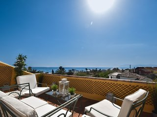 Beautiful apartment at the beach with amazing sea views