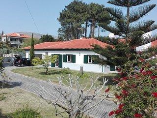 Grand jardin aires de loisirs situe a 700 metres de la plage pour 10 personnes