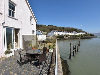 Porthfa, 2 Bedroom Cottage on Waters Edge in Aberdovey