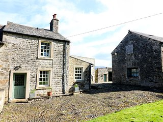 MILL DAM FARM COTTAGE, family friendly, elevated position, views over the Peaks,