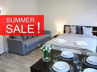 Modern, stylish, sunny apartment with parking HOT SUMMER DEALS !!!