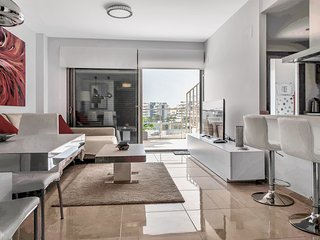Stunning two Bedroom Apartment with Roof solarium walking distance to amenities.