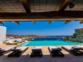 8 Bedroom Luxury Villa in Mykonos next to Psarrou