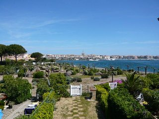 1 bed + gallery apartment / Ile des Marinas