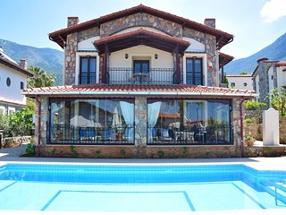 Centrally located 3 bedroom Villa Doruk  with private pool.
