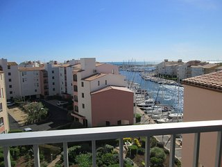 Large 2 bed apartment / Vieux Port