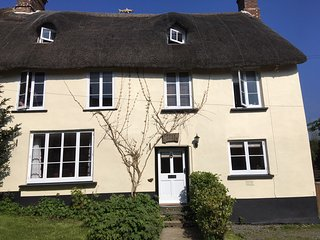 Dog friendly thatched cottage in Sheepwash with nearby fishing