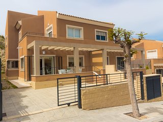 PALOMA: modern sunny and relaxing Villa. Shared Pool. WIFI.
