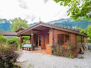 Idyllic Annecy Lakeside cabin