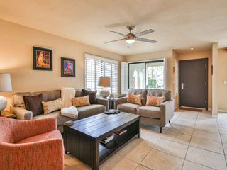 1/2 block to El Paseo-  Updated Condo with W/D! Terrific Location! Large Pool &