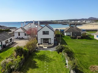 Tullochside Beach Front Luxury with great sea views sleeps 9 pet friendly
