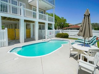 **ALL-INCLUSIVE RATES** Turtle Tides - Short Walk to Beach w/ Private Pool