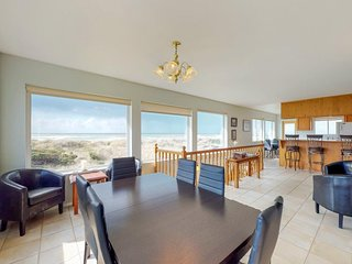 Oceanfront, dog-friendly home w/ spectacular views! Only a block from the beach!