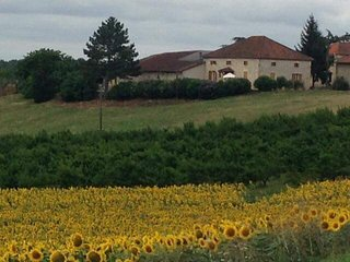 Lafage - Rural French Farmhouse enjoying beautiful countyside views