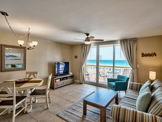 Upscale Beachfront at Pelican, Ocean View, Pools, Beach Chairs, Wifi, Netflix