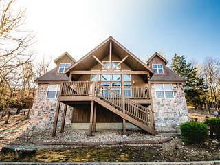 Filling Fast! Fall & Holiday Family Fun at this Luxury Home By SDC & Branson!