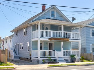 Two-story home near the beach w/ furnished decks, & well-equipped kitchens
