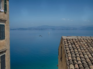 Serene sea view apartment in Corfu Old Town