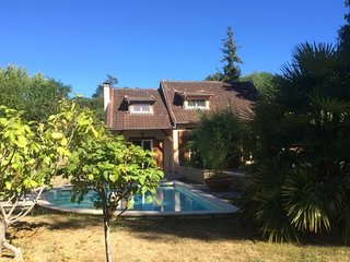 pretty villa + all mod-cons + frewifi + heated pool + fabulous scenery - Sarlat