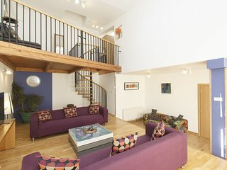King Wenceslas 4 . Air conditione, with free transfer on arrival. Sleeps 12