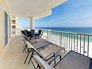 Beachfront 3BR w/ Gorgeous Gulf Views & Large Private Balcony